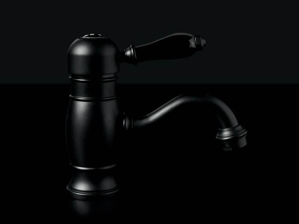 Il nero della pietra di Lavagna a cui si ispira il Burning Black è un colore intenso ed autoritario, che esalta le forme e il design delle rubinetterie